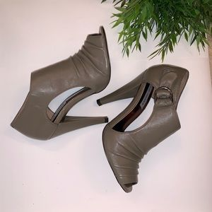 "Steve Madden ""Daanger"" Grey Open Toe High Heels"
